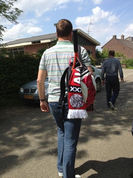 Onze supporter @robinwubben loopt fier met zijn nieuwe sjaal door Mook! #vgzWupke
