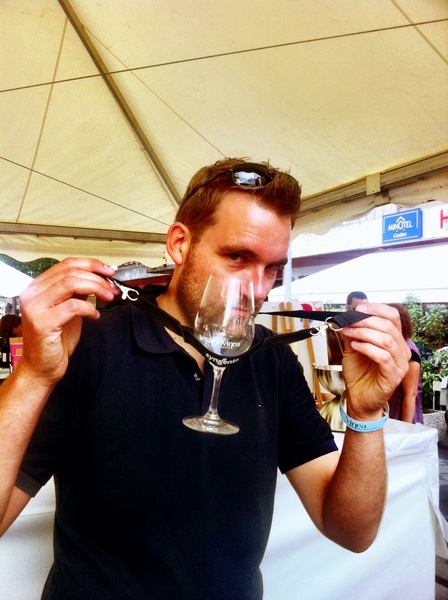 Blits glaasje gekregen met handige houder.