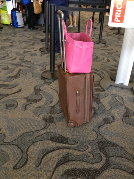 I  getting stopped at tampa airport for my luggage too big. What do u think? That my pocketbook on top