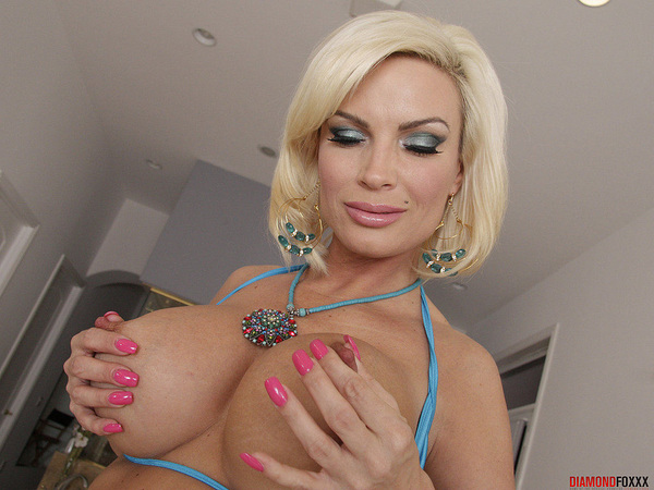 I know some men have fallen under a woman's spell.  It looks like @DiamondFoxxx's boobs have her in a trance as well. :)