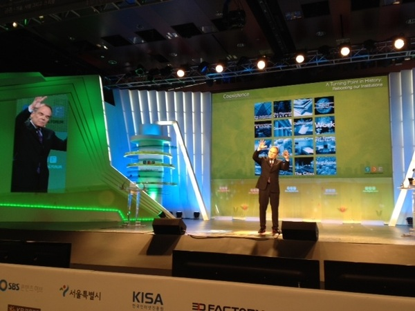 On stage at #sdf2012 is @dtapscott