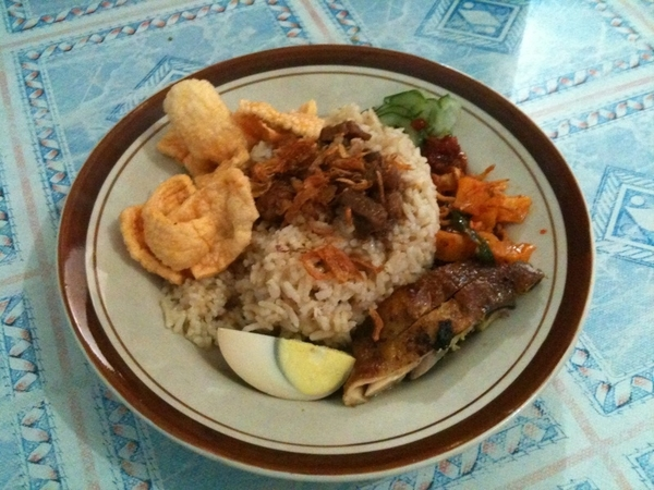 Menu sarapan pagi,, Nasir ayam ala pulau Nias... Yummie!!! Btw.. GOOD MORNING TWEEPS..