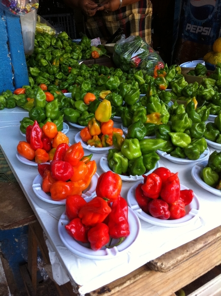 Buying ingred n Merida Yuc main market 4 a class 2nite. New arrival here: Sabino red habanero-only orange/green b4