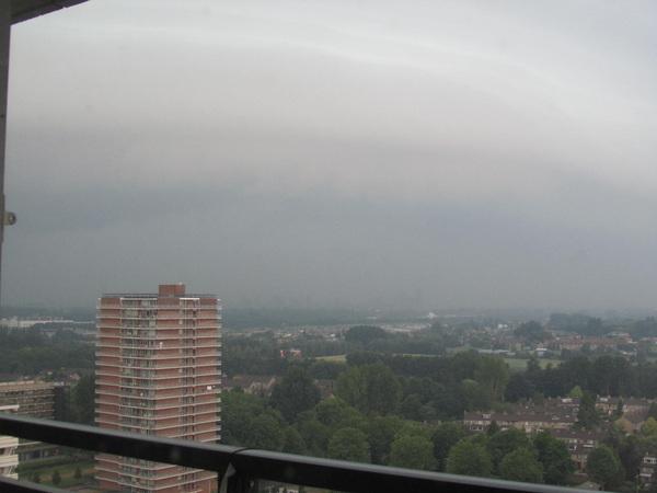Rond 11 uur vanochtend. Noodweer Rotterdam Ommoord #buienradar