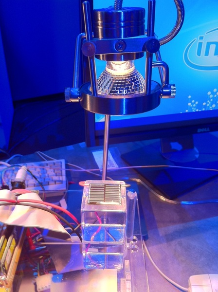 Futuristic research chip from Intel allows computer to power up on postage stamp sized solar cell #IDF2011