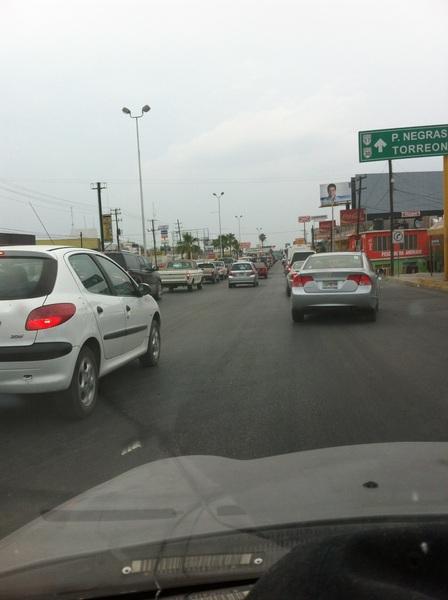 """CAOS TOTAL EN EL BULEVAR """"PAPE""""  #Coahuila  #Monclova"""