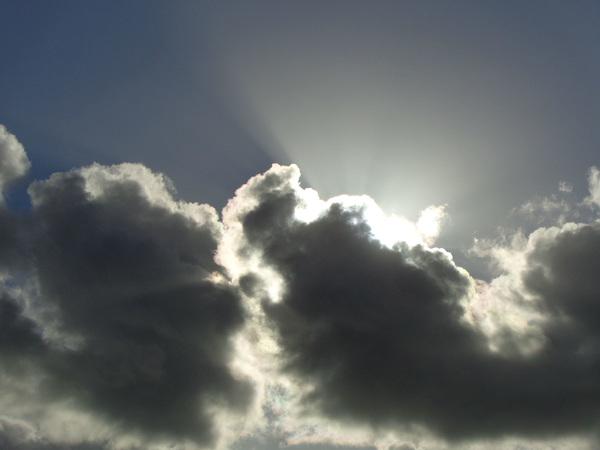 de zonestraal  mooi  wolk   in   #buienradar