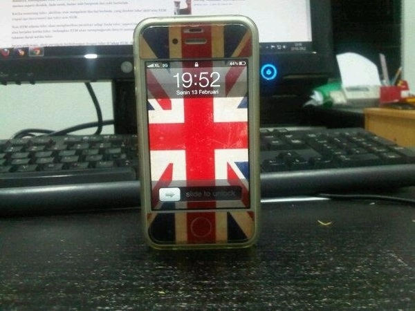 SAYA NGEJUAL IPHONE 4G 16GB OS 5.1 (white)   5jt (nego selow)   COD SBY