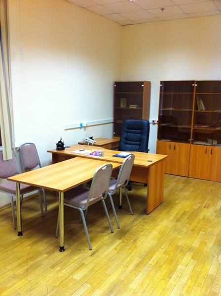 Кстати Лужков начал работать, его новый кабинет