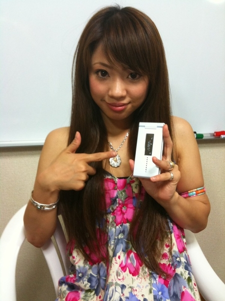 藍川美聖:今日はおニューの携帯...