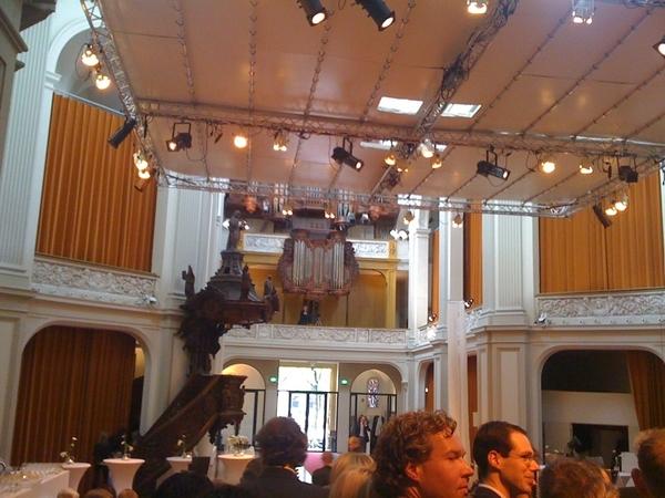 Fotograaf staat onder t orgel.   #zegeensja groepsfoto