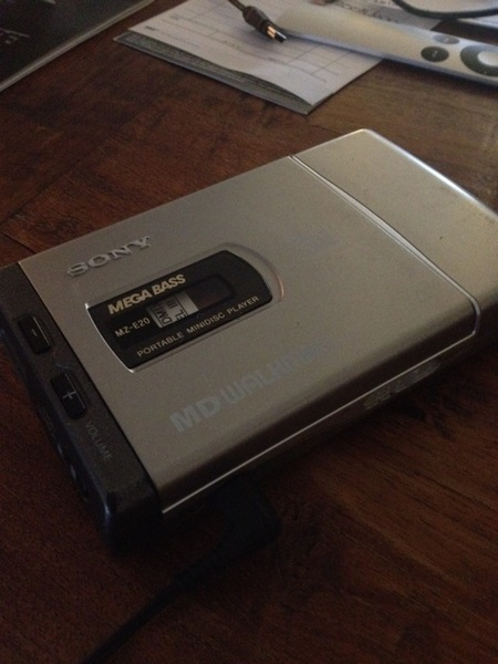 Mini disk speler doet gewoon nog, lekker retro