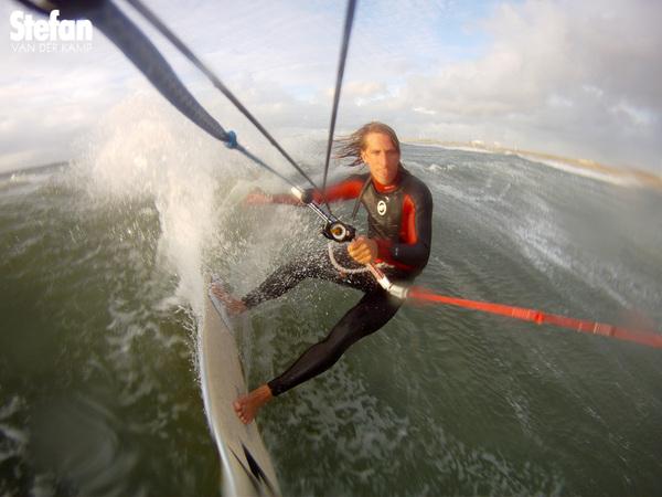 Wind van rechts op IJmuiden