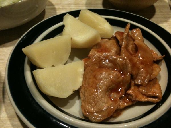 今夜のメニューは、豚肉のケチャップ炒め。