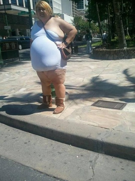 Wie draagt er nou UGG onder zo'n jurkje??? #Rokjesdag
