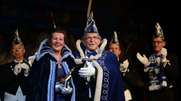 Prins Harry d'n Urste zal weer over #zandhazendurp regeren. Deze keer met adjudante Fieke. #elfelf #rosmalen