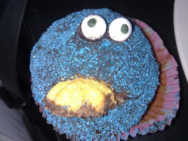 Mijn nichtje heeft een #koekiemonster #cupcake gemaakt. Daar ga ik nou van genieten. ☺