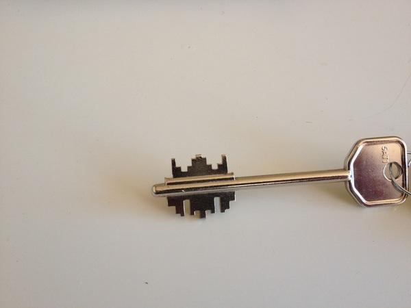De sleutel van ons appartement. Ik zeg #spaceinvaders :)