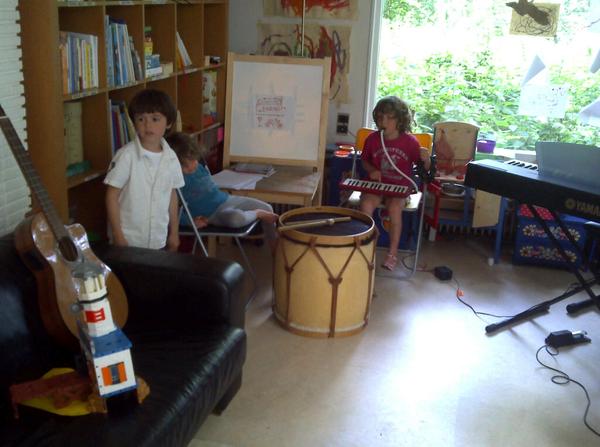 Argentijns/chileens concert in huiskamer met vinz maria & oscar in voorprogramma