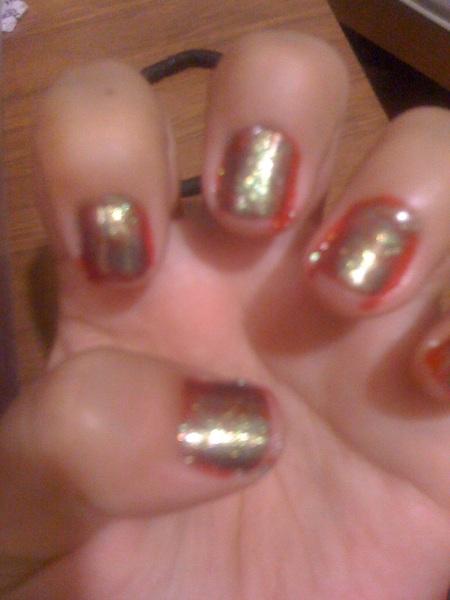 Equis, nunca podré pintarme yo sola las uñas. :'(
