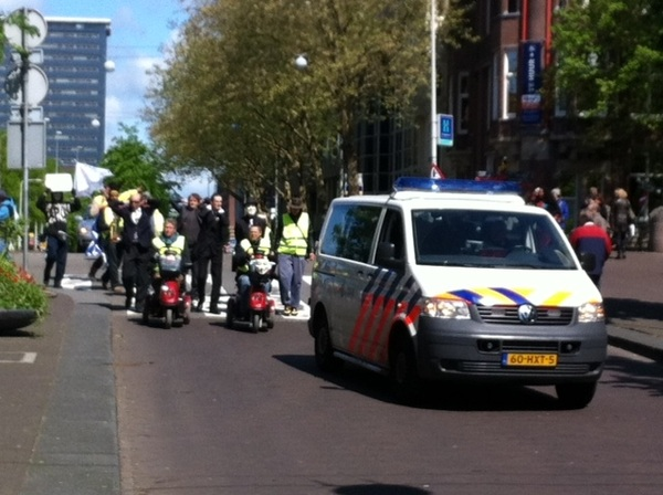 #OccupyNL arresteert bankiers - Pic taken by @EdgarNeo #DDV #12MNL #12M #15M #OccupyNL