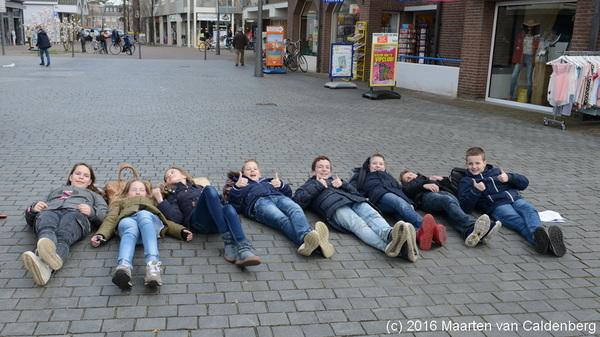 De #brugklasleerlingen van @rodenborch #rosmalen zijn bezig met een #twitterspel #rbc16