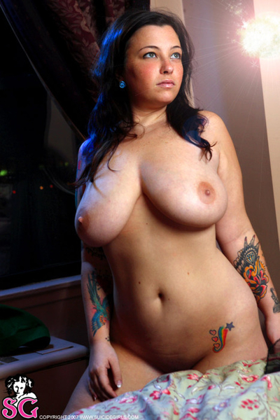 #tittytuesday #tattootuesday #thickthursday #sexyhousewife