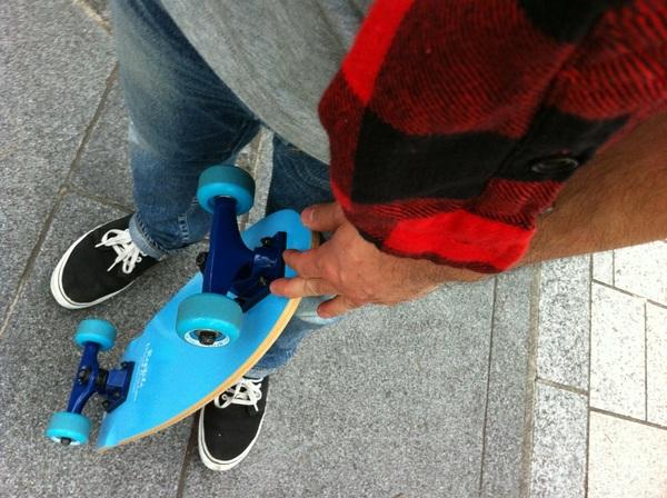 スケートボーディングにいい季節。。。 今日は表参道をスイスイと!