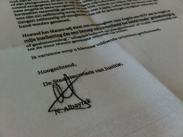 @roybouten De hypocrieten van de PvdA bedoel je! Hier de afwijzing van Albayrak betreft Mauro.... *kucht* #pvda #dwdd