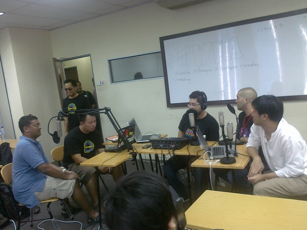 @colincharles now guest starrin on #twia recording #barcampkl
