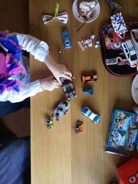 Spelen met de cadeaus #lego natuurlijk :-D