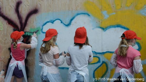 Vandaag mocht #groep7 @kctven #rosmalen graffiti spuiten op de platen rond #villamarquant bij @vanwijnengroep