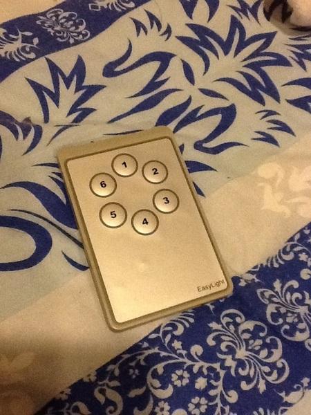 มีรีโมทเปิดไฟทั้งห้องก็ดีเหมือนกันแหะ โครตสบาย โครตของความขี้เกียจ 555+