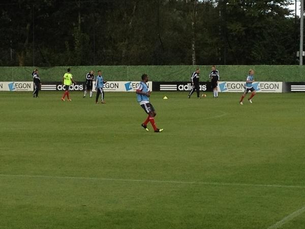 Ryan Babel schiet ze er achterelkaar in op de training van #Ajax @RyanBabel