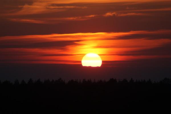 Deze zonsondergang heb ik laatst gemaakt in de buurt van Emmen in Drenthe. #buienradar