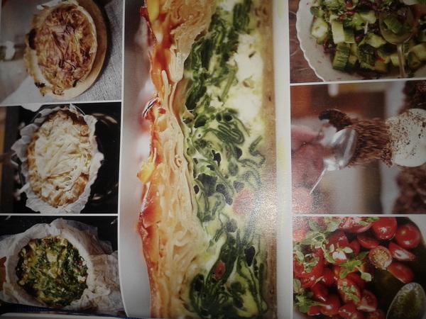 vanavond, filotaart m spinazie n feta, komkommer n tom. salade n ijs in jasje