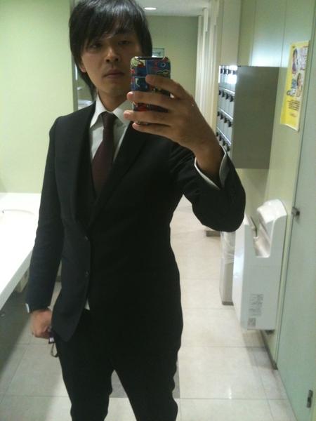 久々スーツを着た日。ちょっとやせた気がする…