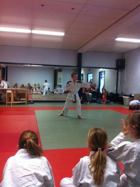 Björn loopt de Kata... #karate #examen