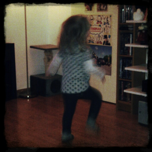 Femke danst de #kabouterdans (via @zhantee77 en #magichour)
