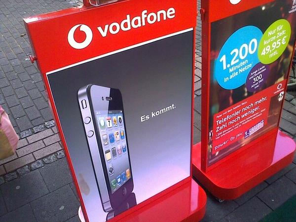 Vor dem Vodafone-Shop steht schon die Ankündigung für das iPhone 4.