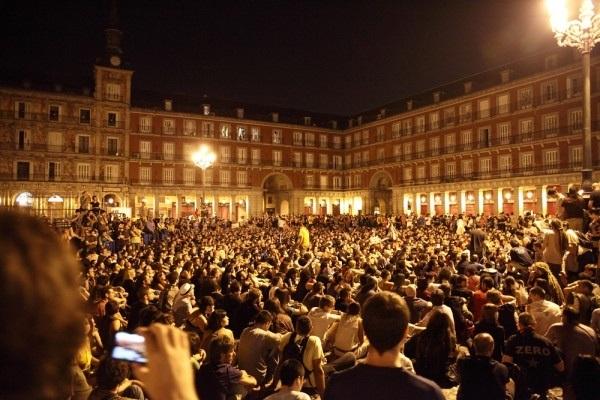 IM PRE SIO NAN TE! Via @bomonk1 #15M #nopararemos Plaza Mayor.