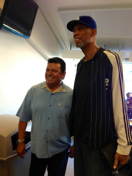 There's always something unexpected in the #Dodgers press box: a LOT of LA sports in this pic: Kareem and Fernando!