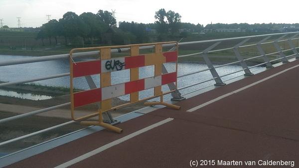 Gemeente Den Bosch heeft (n)iets met bruggen.  Ook deze brug over #kanaal #snelfietspad #rosmalen bevat constructiefoutje
