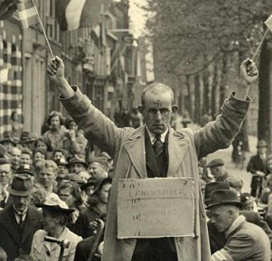 """Polygoonstemmetje: """"Ik heb Geert Wilders gestemd!"""""""
