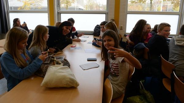 Vanmiddag was de #tafeltjesmiddag op @rodenborch #rosmalen waarbij de #brugklassers hun rapport lieten zien aan hun groep8 docent