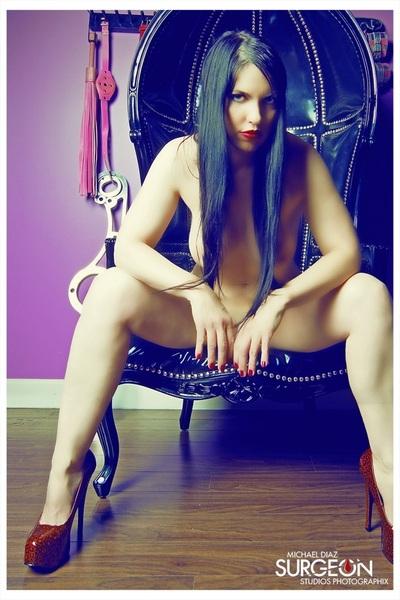 Sneak Peek from this weekends shoot ! Model : @dvita MUA by Fina #femdom #naked #abs #hair #heels #legs #fetish #hot