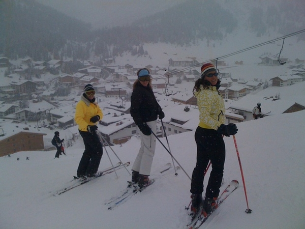 Snowy skiing day #Lech