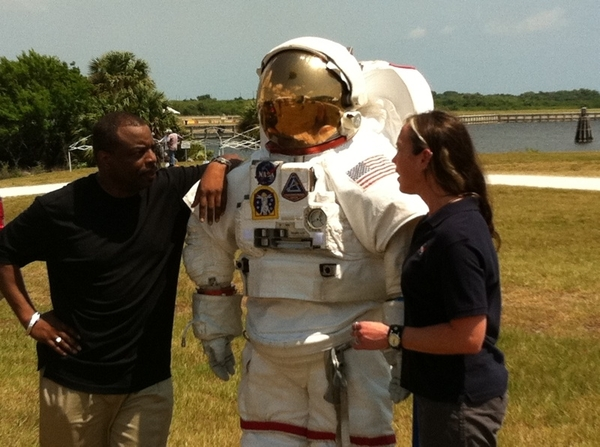 Hangin' with the suit... #NASATweetup