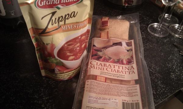 Na die vette hap van vanmiddag nu lekker soep met brood!