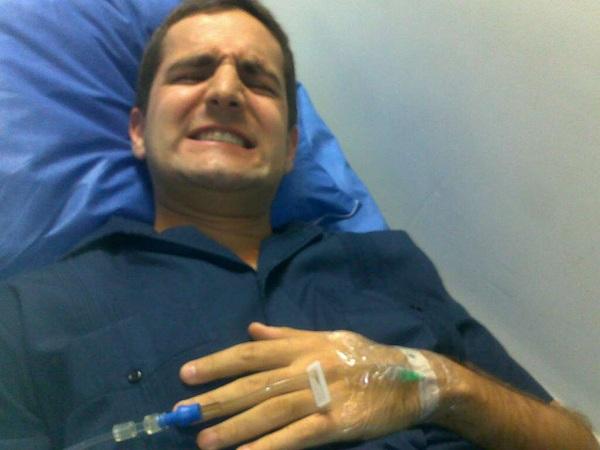 Aquí está @IvanchoGancho con dolores bestiales en emergencia, por la picadura de... Una oruguita